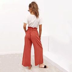 These linen high waist pleated ankle-length palazzo pants are a fantastic addition to any wardrobe. Available in several colors and sizes Ankle Length Pants, Wide Leg Pants, Wide Legs, Free Clothes, Clothes For Women, Palazzo Trousers, Pantalon Large, Ruffle Skirt, Linen Pants