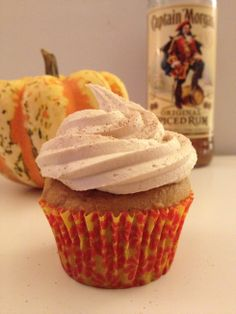 Pumpkin Spiced Rum Cupcakes with Biscoff MarshmallowFrosting Biscoff Recipes, Pumpkin Recipes, Baking Recipes, Dessert Recipes, Baking Ideas, Cupcake Recipes, Easy Desserts, Fall Recipes, Pumpkin Spice Coffee