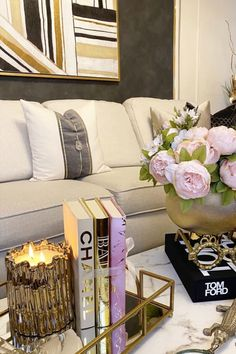 Style your living room coffee table with these bold statement pieces to impress all of your guests! Start with a mirrored serving tray, and on top of it, place a gold Thompson Ferrier Sagano candle that you can style next to a tall vase with pink flowers. Light the candle to fill your home with fragrance and indulge in some aromatherapy. pc: @from_the_heart_decor #ThompsonFerrier #candle