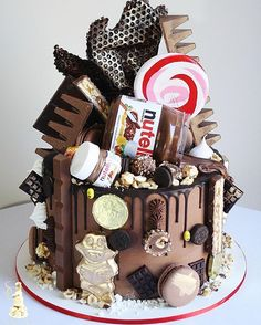 Nutella overload cake for Tayla. I love the baby Nutella jar Chocolate Cake Images, Nutella Jar, 21st Cake, Drip Cakes, Sweet Sixteen, Birthday Cake, Birthday Ideas, Amazing Cakes, Gingerbread