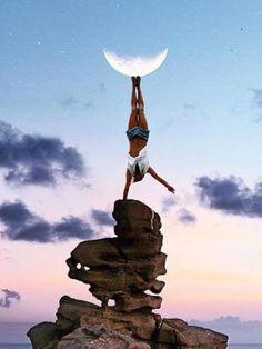 """....... tra terra e  cielo ,.......... tengo in equilibrio una luna , espressione dei miei sogni  """" fantastici """"........"""