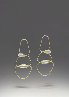 Such elegant pearl drop earrings framed in gold wire, a stunning design for every occasion.
