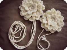 PaisleyJade: Crochet flower hairpiece