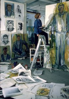 Painter Elaine de Kooning working on John F Kennedy painting in Manhattan studio, New York, NY. Photo by Alfred Eisenstaedt, LIFE. In 1962 Elaine de Kooning was commissioned to paint a portrait of President John F. Kennedy to be hung in the. Artist Art, Artist At Work, De Kooning Paintings, Abstract Expressionism, Abstract Art, Abstract Painters, Elaine De Kooning, Atelier D Art, Art Studios