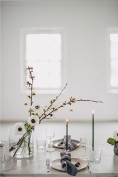 Minimal Elegant Bridal Inspiration Shoot With Ikebana Inspired Floral Arrangemen. Minimal Elegant Bridal Inspiration Shoot With Ikebana Inspired Floral Arrangements By Kitten Grayson // Planned & Styled. Modern Wedding Centerpieces, Wedding Table Settings, Floral Centerpieces, Centerpiece Ideas, Wedding Floral Arrangements, Ikebana Arrangements, Flower Arrangement, Wedding Decorations, Party