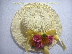 Sombrero decorativo hecho de papel - YouTube Crafty Projects, Projects To Try, Newspaper Basket, Crochet Sandals, Paper Weaving, Hats For Women, Women Hat, Doll Crafts, Hat Making