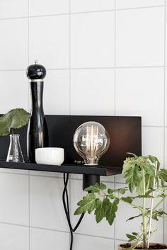 Stylowy czarny kinkiet Multi z złączem USB - marki MarkSlojd… House Is A Feeling, New Kitchen, Kitchen Dining, Interior And Exterior, Interior Design, Small Space Kitchen, Teak Furniture, Home Textile, Floating Shelves