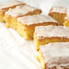Lemon Drizzle Slices {Gluten-free, Dairy-free} uses olive oil, polenta, ground almonds Gluten Free Sweets, Gluten Free Cakes, Gluten Free Baking, Dairy Free Recipes, Lemon Olive Oil Cake, Lemon Oil, Foods With Gluten, Sweet Recipes, Muffins