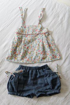 Haut à bretelles nouées sur les épaules du livre « Les Intemporels pour Enfants » – Short à poches bouffantes M du livre « Petites filles modèles »
