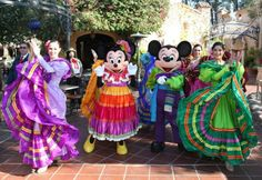 Mickey and Minnie Join In The Celebration of Three Kings Day at Disneyland Park Walt Disney Co, Disney Parks Blog, Mexico Vacation, Mexico Travel, Mexico Places To Visit, Disney Cartoon Characters, Kings Day, Disneyland Resort, Disney Christmas
