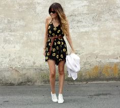 Sneakers & sunflower dress - Vestido de girasoles y tenis