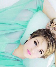 Shailene Woodley- maybe one day I'll be brave enough to cut my hair that short. My Hairstyle, Cute Hairstyles, Short Hair Cuts, Short Hair Styles, Pixie Cuts, Mi Long, Woman Crush, Beautiful Celebrities, Pretty People