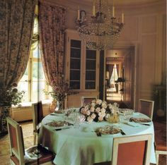 The Blue Remembered Hills™: April 2010 Classic Dining Room, Elegant Dining Room, Home Decoracion, World Of Interiors, Le Diner, Interior Decorating, Interior Design, French Interior, Architectural Digest