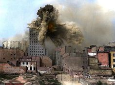 German artillery fires the Prudential Building, during Warsaw Poland Ww2, Warsaw Poland, Warsaw Uprising, Retro, World Conflicts, Thor, History Magazine, Ww2 Photos, War Photography