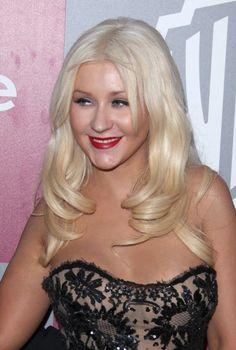 Christina Aguileras platinum, wavy hairstyle