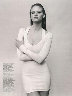 Go Figure with Lara Stone for UK Vogue 2010 - 8