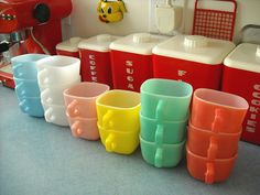 Lipton soup mugs :) Lipton soup mugs. Because I need another vintage kitchen item to collect.Lipton soup mugs. Because I need another vintage kitchen item to collect. Vintage Colors, Vintage Love, Vintage Decor, Vintage Antiques, Retro Vintage, Vintage Items, 1950s Decor, Vintage Style, Vintage Kitchenware