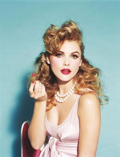 A curly version of pin-up girl! Keri Russell by Ellen von Unwerth Keri Russell, Retro Hairstyles, Girl Hairstyles, Wedding Hairstyles, Ellen Von Unwerth, Red Lipstick Makeup Looks, Hair Makeup, Medium Hair Styles, Curly Hair Styles
