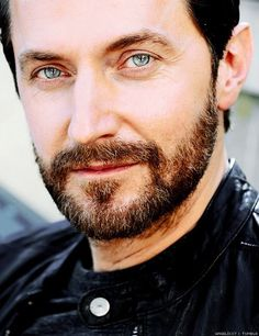 can.not.breathe.damnnnnnnnnnnn. Richard Armitage..... I'll find you a role Mr.