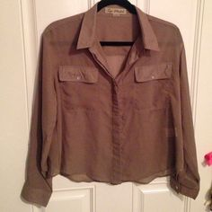 "(L) ""TOP MODEL"" BUTTON DOWN BLOUSE SIZE L ""TOP MODEL"" BLOUSE.CAN BE WORN OPEN OR CLOSED. TOP MODEL Tops Button Down Shirts"