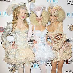 MUST have a Marie Antoinette themed party !! bridal shower :)))