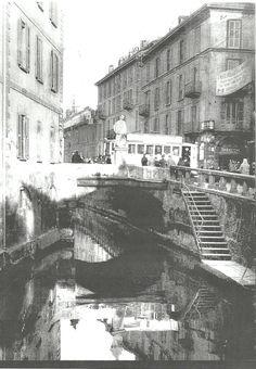 Milano: Il ponte di san Giovanni Nepomuceno, protettore dei naviganti, attraversa il naviglio e immette in corso di porta Romana a Milano.