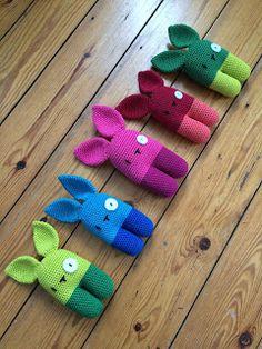 Fleurige konijntjes, mét link naar gratis haakpatroon in het Nederlands (origineel van www.lanukas.com).