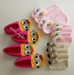 Fotoğraf açıklaması yok. Crochet Slipper Pattern, Crochet Slippers, Crochet Patterns, Crochet Baby Booties, Crochet Lace, Sheep Tattoo, Baby Girl Sandals, Bed Socks, Crochet Disney
