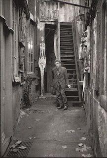 Alberto Giacometti. 1961.   Son atelier, rue Hippolyte Maindron, Paris XIVº.  Jean Mounicq / ANA, Paris.