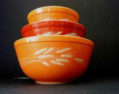 Autumn Harvest Vintage Pyrex Mixing Bowls Set of 3 Wheat Design Pyrex Bakeware by flyingdollar on Etsy Vintage Pyrex, Vintage Kitchen, Pyrex Mixing Bowls, Thing 1, Autumn Harvest, Rust Color, Vintage Textiles, Bakeware, Bowl Set