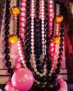 Balloon jewelry, balloon chains, modern balloons, black white pink gold balloons, edmonton pop up Black And White Balloons, Orange Balloons, Up Balloons, Black White, Balloon Backdrop, Balloon Columns, Balloon Garland, Christmas Decorations To Make, Balloon Decorations