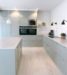 A Startling Fact about Small but Stylish Studio Apartment Uncovered - homemisuwur Kitchen Room Design, Modern Kitchen Design, Home Decor Kitchen, Interior Design Kitchen, Room Interior, Home Kitchens, Kitchen Dining, Kitchen Cabinets, Wall Cabinets