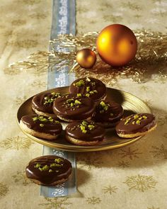Our popular recipe for Mozarttaler and more than more free recipes on LECKER. Best Holiday Cookies, Holiday Cookie Recipes, Cookie Desserts, Christmas Desserts, Christmas Baking, No Bake Desserts, Easy Desserts, Cookies For Kids, Pizza Hut