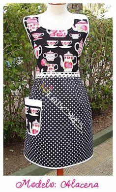 Si te gusta cocinar y preparar ricas recetas, puedes disfrutar de ello con este exclusivo y elegante delantal de HJ Labores.Realizado en color negro con un delicado estampado de teteras. La falda en topos blancos a juego y un amplio bolsillo lateral.