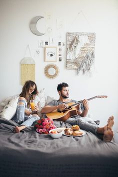 in-home home inspo inspiration house photoshoot couple session intimate photos lifestyle modern simple Outfits Tipps, Photo Grid, Fotos Goals, Foto Art, Lovey Dovey, Hopeless Romantic, Couple Shoot, Love Is Sweet, Couple Pictures