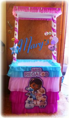 Presents Table!! Doc Mcstuffins Toys, Doc Mcstuffins Birthday Party, 2nd Birthday Parties, Baby Birthday, Aniversario Peppa Pig, Doctor Party, Pig Party, Party In A Box, Gifts