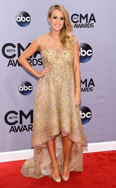 THE QUEEN HAS ARRIVED! Carrie Underwood is picture-perfect as she arrives on the CMA red carpet!