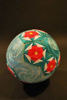 Grandmother Makes Beautiful Geometric Temari Ale, Temari Patterns, Crochet Wool, Flower Ball, Yarn Ball, Fabric Manipulation, Japanese Art, Lovers Art, Fiber Art