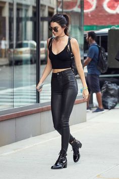 Kendall Jenner wearing #leatherpants #leatherskinnypants http://www.leathercelebrities.com/photos/entry/kendall-jenner-at-gigi-hadids-apartment/