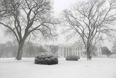La Casa Blanca poco visible bajo la primera nevada de invierno en Washington, el 6 de enero de 2015 / Foto: Reuters / Yuri Gripas