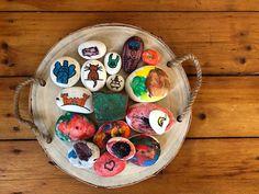 Heutige Spielidee: Steine bemalen und beim Spaziergang verteilen. #sinneskarussell #steinebemalen #steine #pottsteine #pottsteinewirmachendenpottbunt Game Ideas, Painting On Stones, Games