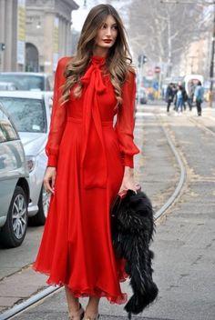 [Lady in Red] Fashion Week Fall 2013 Style Fashion Foto, Red Fashion, Look Fashion, Fashion Models, Fashion Outfits, Womens Fashion, Fashion Trends, Latest Fashion, Fashion Details