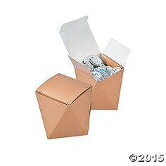 With a striking shape, these favor boxes are sure to make a lasting impression. Paper. (2 dozen per unit) 2 1/4 x 2 1/4 x 2 1/2 Simple assembly required.