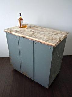 vintage metal lockers with reclaimed wood top on di Reclaimbk