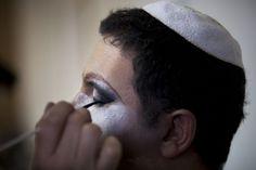 As religiões costumam ter uma postura conservadora em relação à homossexualidade. No Brasil, o pastor e deputado, Marcos Feliciano, costuma utilizar a religião como argumento para suas posições homofóbicas.