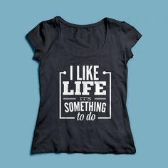 T-shirt I Like Life | Een 100% katoen single jersey t-shirt verkrijgbaar met v-hals of ronde hals met een opdruk voor zowel dames als heren! In diverse maten verkrijgbaar.  #kleding #textieldruk #textielprint #opdruk #print #eigenprint #damesshirt #herenshirt #tshirt #shirt #tekst #text #leven #verveling #verveeld