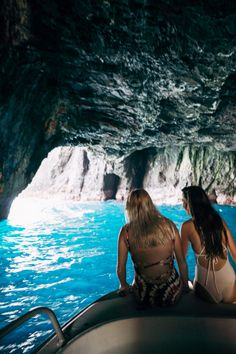 Hawaii Travel Bucket List: Discover sea caves in Molokai. More Hawaii travel ideas on our site www.ourgoodadventure.com