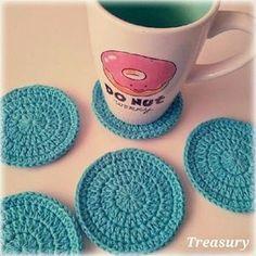 Het staat al een tijdje op mijn to-do lijstje, dus zoals beloofd hier dan eindelijk het patroon van de ronde onderzettertjes. Crochet Diy, Crochet Baby Shoes, Crochet Home, Crochet Gifts, Crochet For Kids, Crochet Doilies, Irish Crochet, Crochet Ideas, Confection Au Crochet