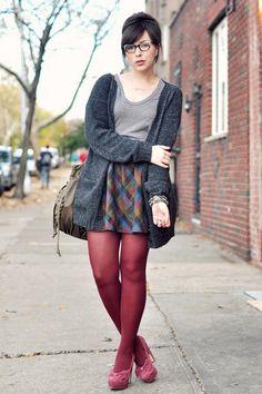 Bordeau pantyhose, pink heels and multicolored square print skirt. Grunge Look, Grunge Style, 90s Grunge, Soft Grunge, Grunge Outfits, Pantyhose Outfits, Nylons, Tokyo Street Fashion, Lehenga