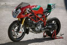 The Ducati 750 Daytona was one motorcycle that you either loved or hated, but you just could not ignore it, and when launched was a subject of great debate due to its quite unconventional and contr… Street Fighter Motorcycle, Retro Motorcycle, Motorcycle News, Ducati 749, Ducati Cafe Racer, Cafe Racers, Ducati Monster 400, Dirtbikes, Super Bikes